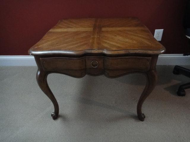 Vintage Drexel Heritage End Table ...