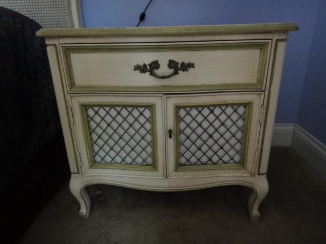 three piece vintage henredon bedroom set ebth rh ebth com Stickley Bedroom Sets Used Henredon Bedroom Furniture