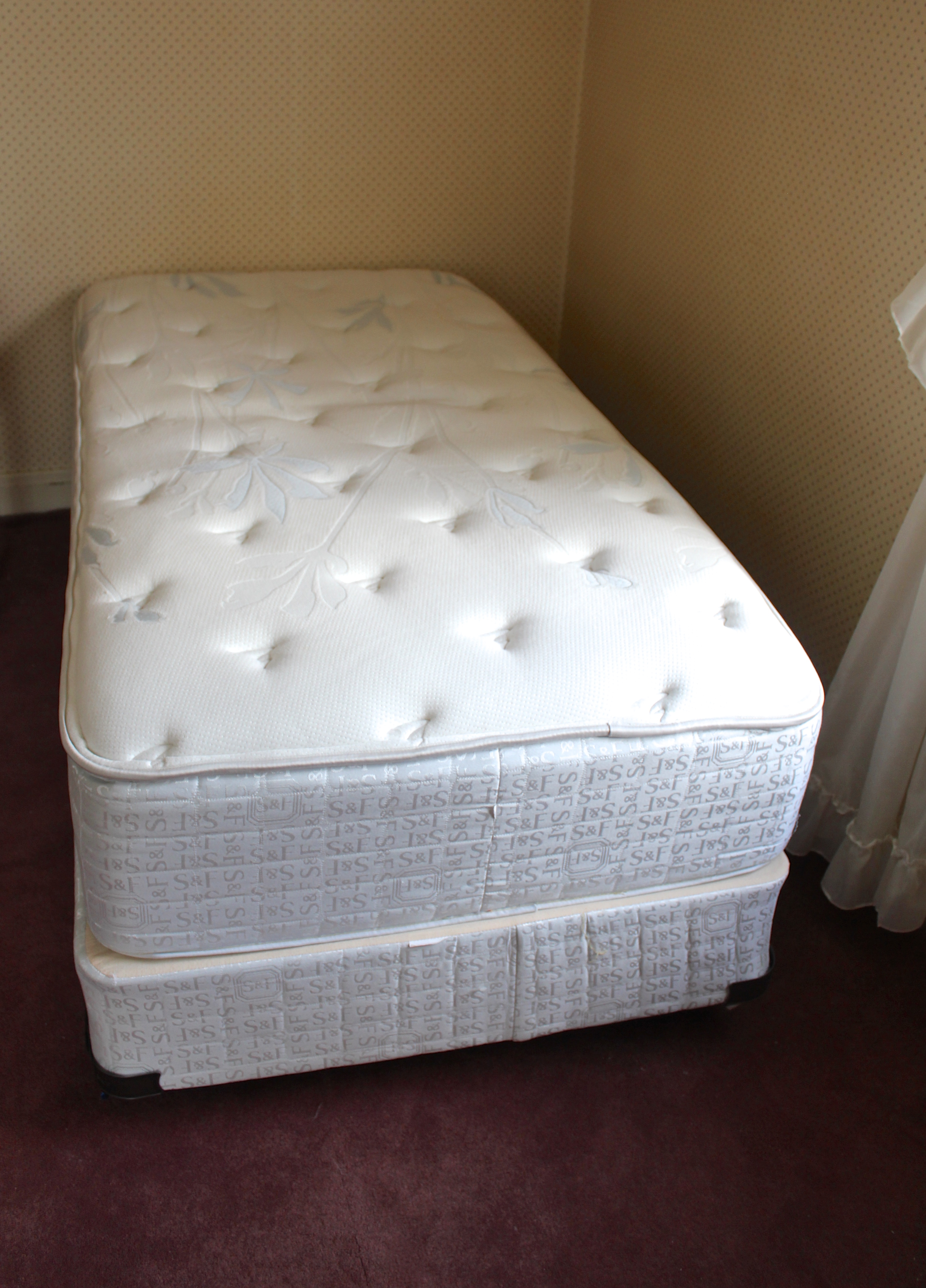 Stearns & Foster Twin Mattress and Box Spring : EBTH