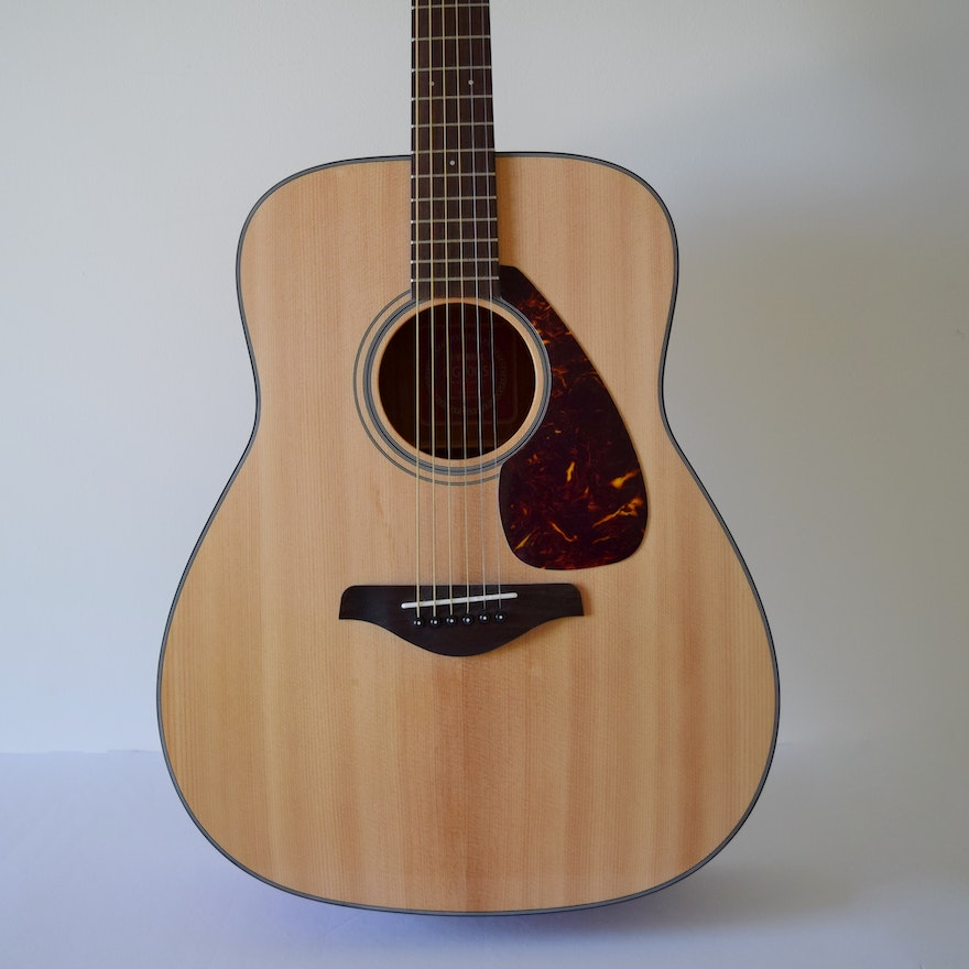 Yamaha FG700S Acoustic Guitar with Case and \