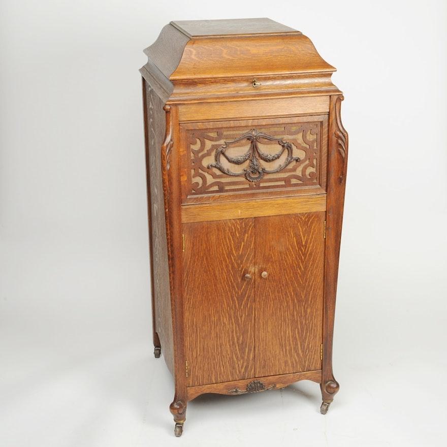 Circa 1915 1920s Silvertone Hand Crank Phonograph In Oak Cabinet