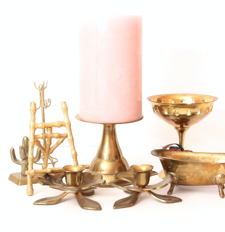 Assortment of decorative brass pieces ebth