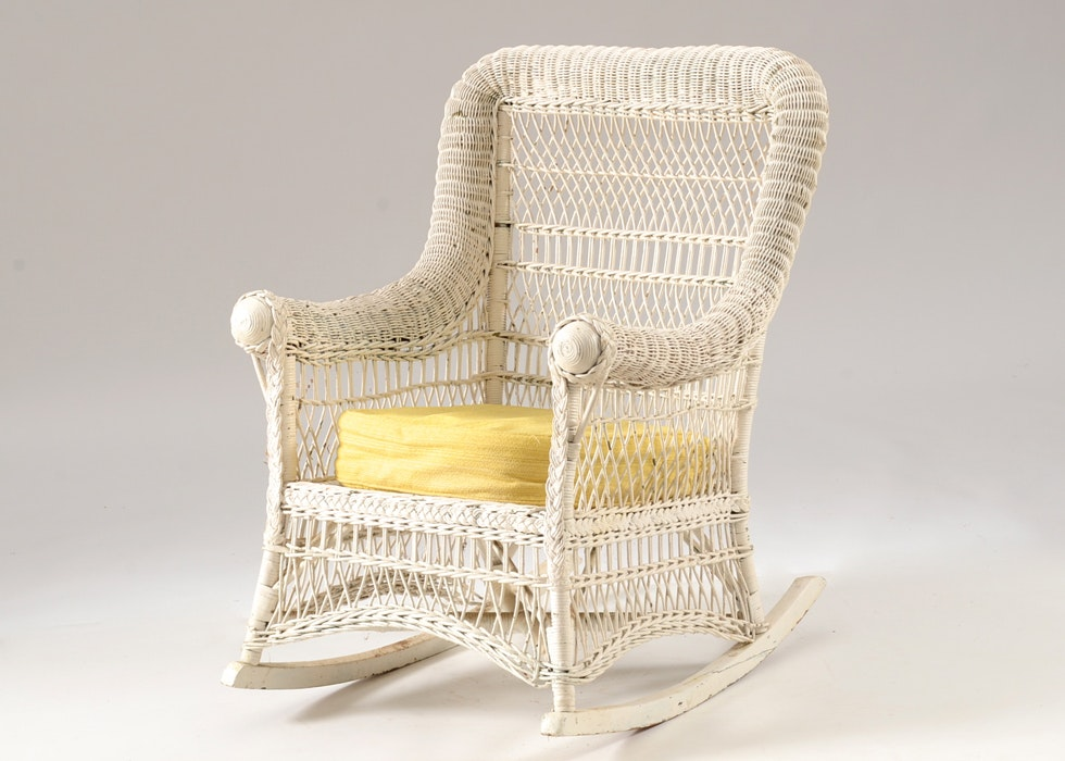Charmant Antique Wicker Rocking Chair ...