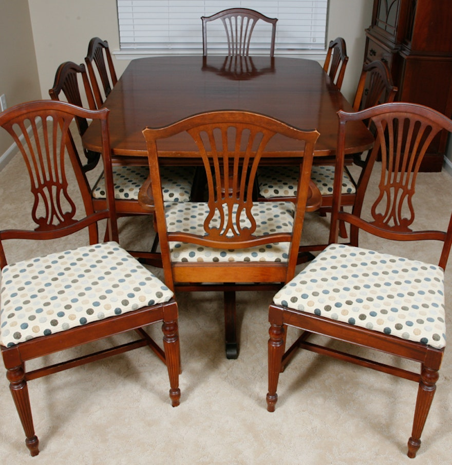 Vintage Thomasville Duncan Phyfe Style Dining Table and Chairs ... - Vintage Thomasville Duncan Phyfe Style Dining Table And Chairs : EBTH