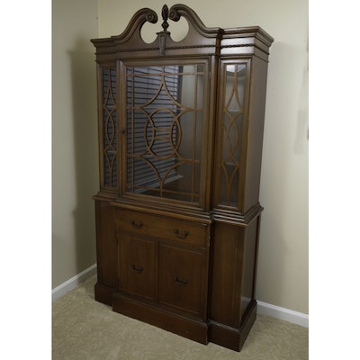 Vintage Thomasville Duncan Phyfe Style Breakfront China Cabinet - Online Furniture Auctions Vintage Furniture Auction Antique
