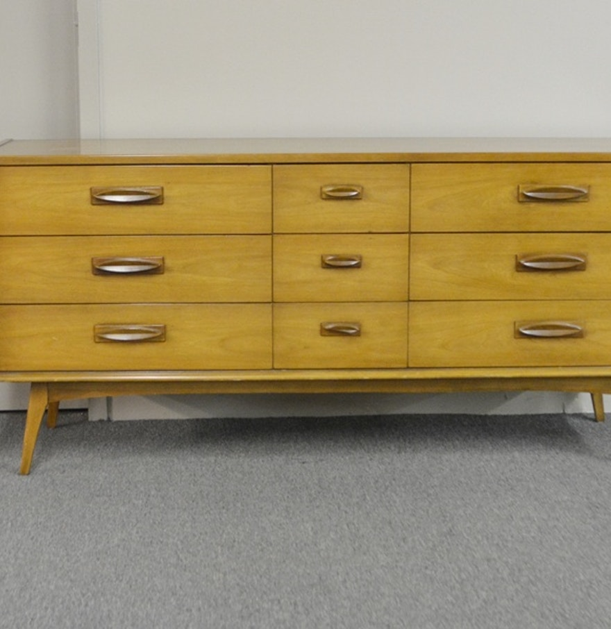 Vintage mid century modern dresser by united furniture ebth for Furniture consignment bellevue