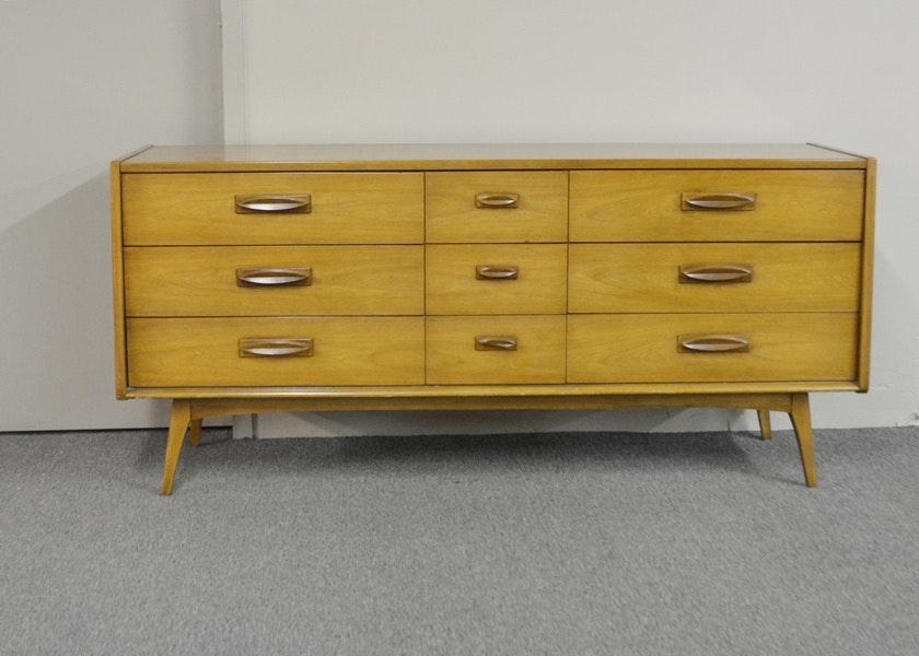 Vintage Mid Century Modern Dresser By United Furniture ...