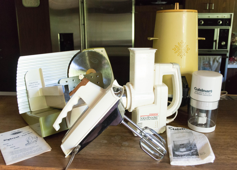 assortment of 1970s kitchen small appliances     assortment of 1970s kitchen small appliances   ebth  rh   ebth com