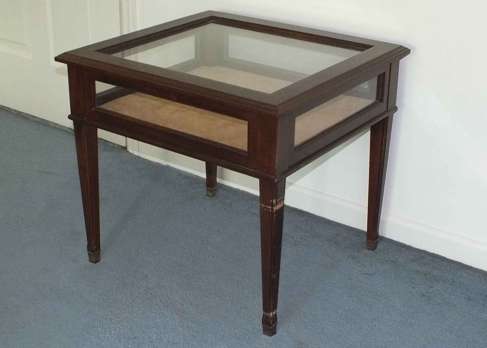 Exceptionnel Wood And Glass Display End Table ...