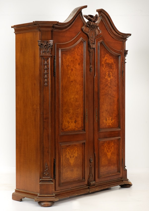 Baroque rococo style armoire ebth for Armoire penderie style japonais