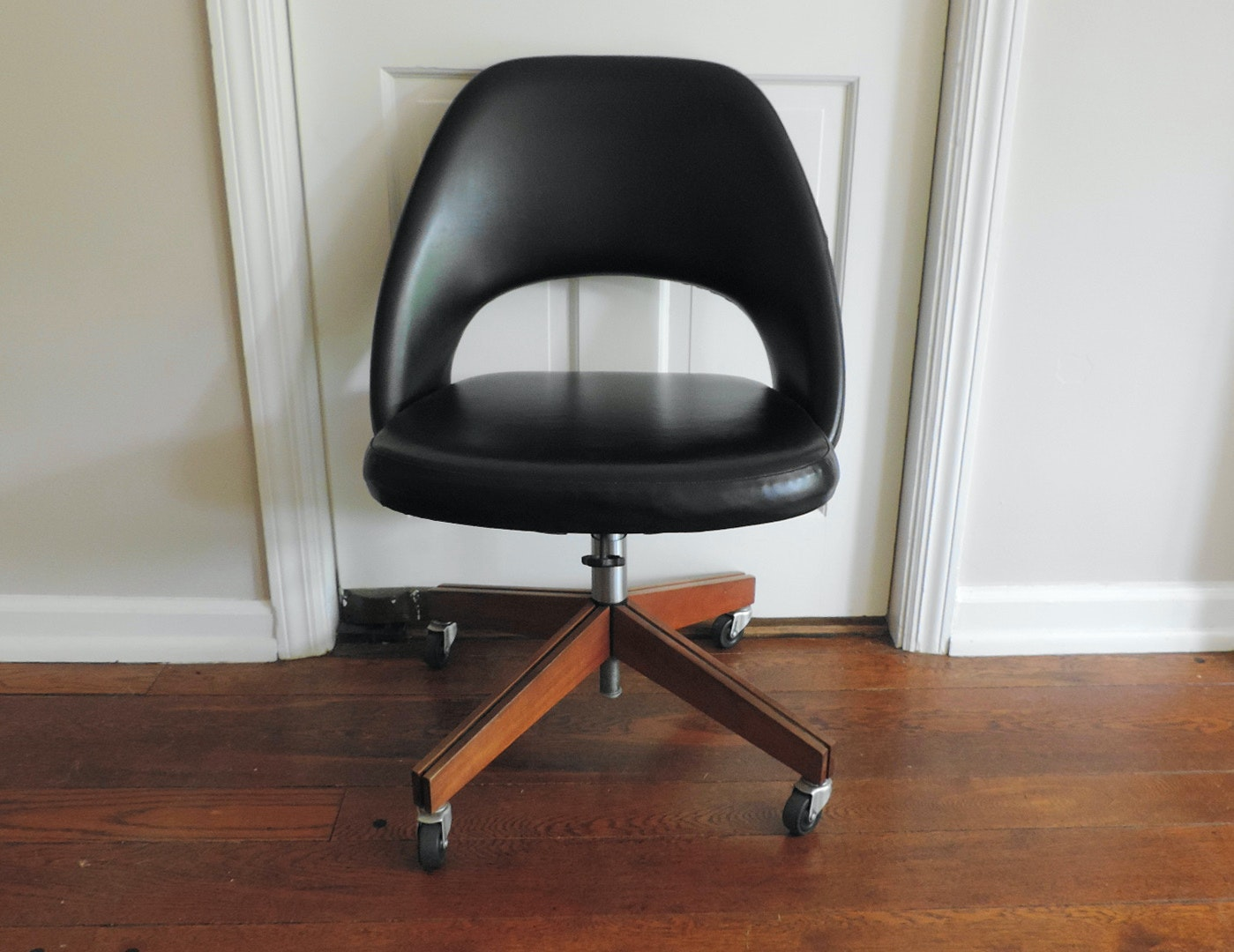 Mid Century Modern Style Saarinen For Knoll Swivel Desk Chair ...