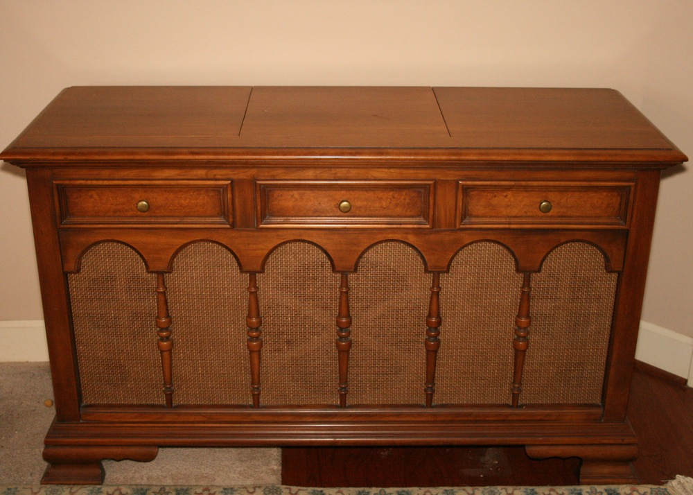 Vintage Motorola Stereo System in Drexel Cabinet : EBTH