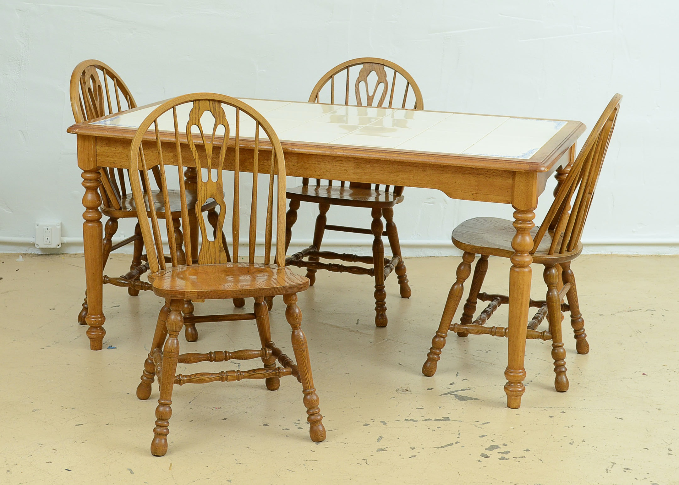 Amazing Cochrane Dining Table And Six Chairs ...
