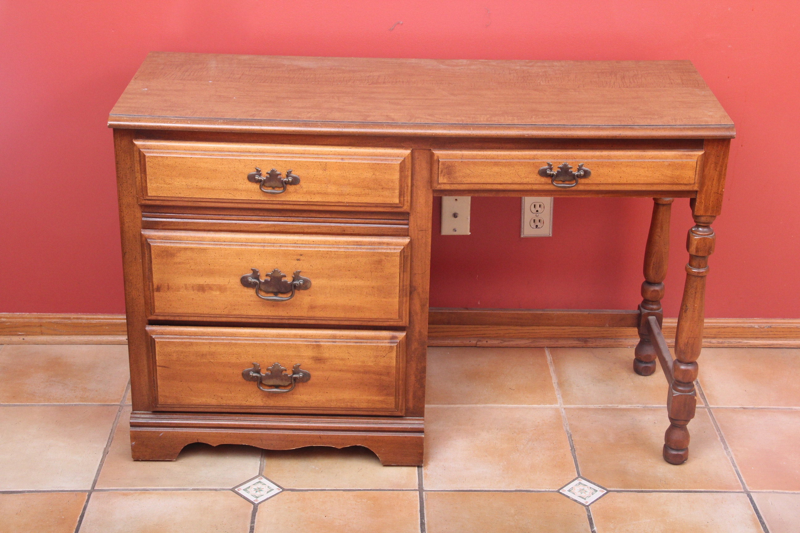 Young Hinkle Kneehole Desk Ebth