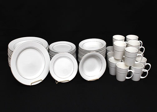 Totally Today Dinnerware Set ... & Totally Today Dinnerware Set : EBTH