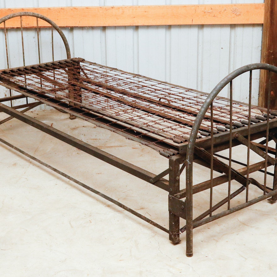 Antique Metal Trundle Bed