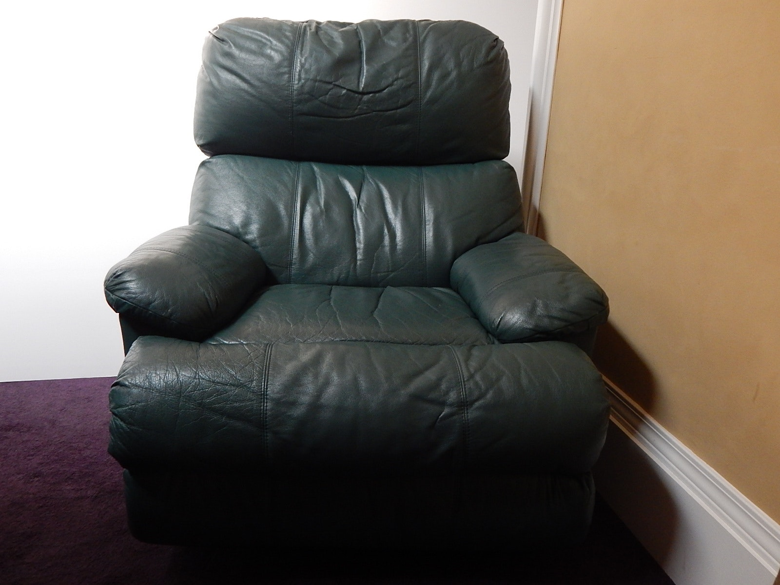 Teal Green Vinyl/Leather Recliner Chair ... & Teal Green Vinyl/Leather Recliner Chair : EBTH islam-shia.org