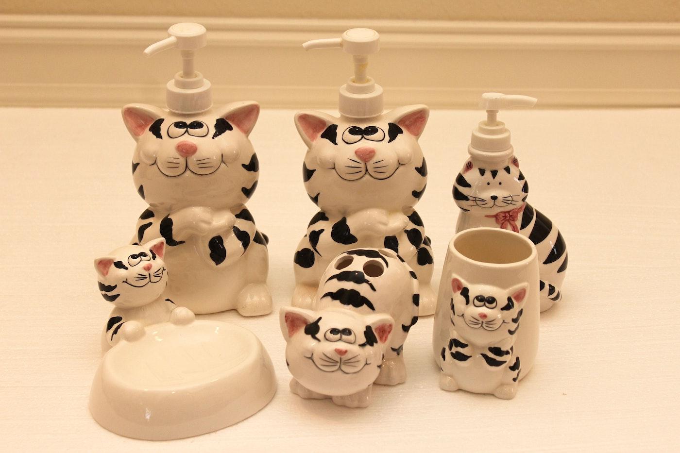 Cat motif ceramic bathroom decor ebth for Bathroom decor items