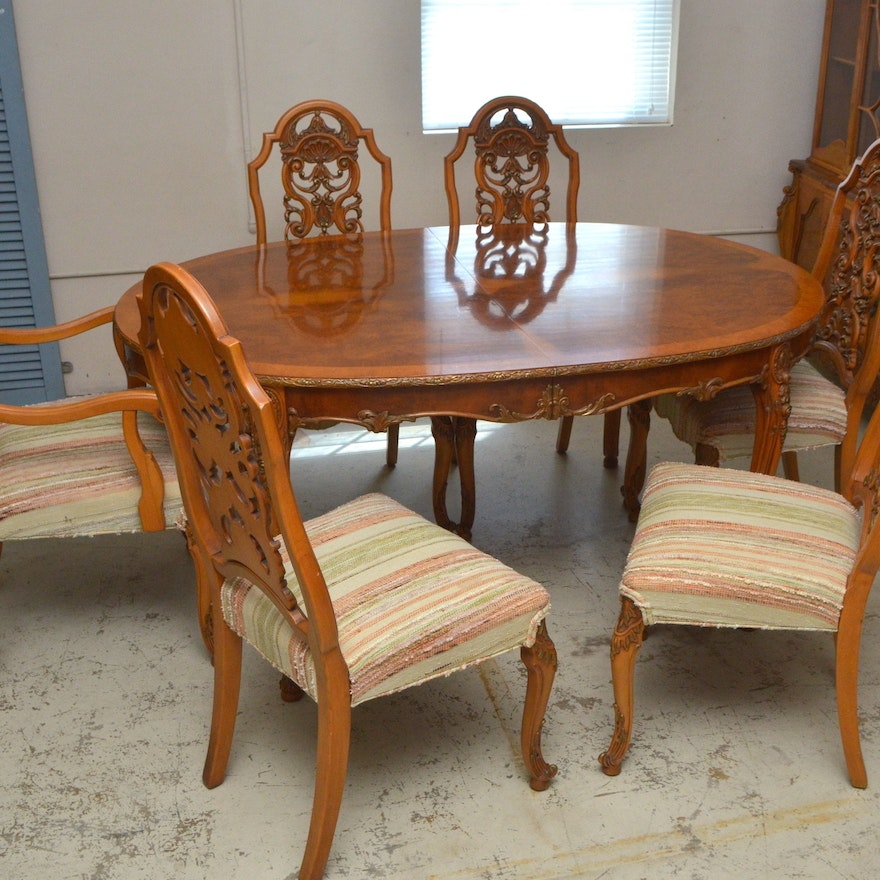 Romweber acacia dining room table and chairs ebth for Table queens acacia