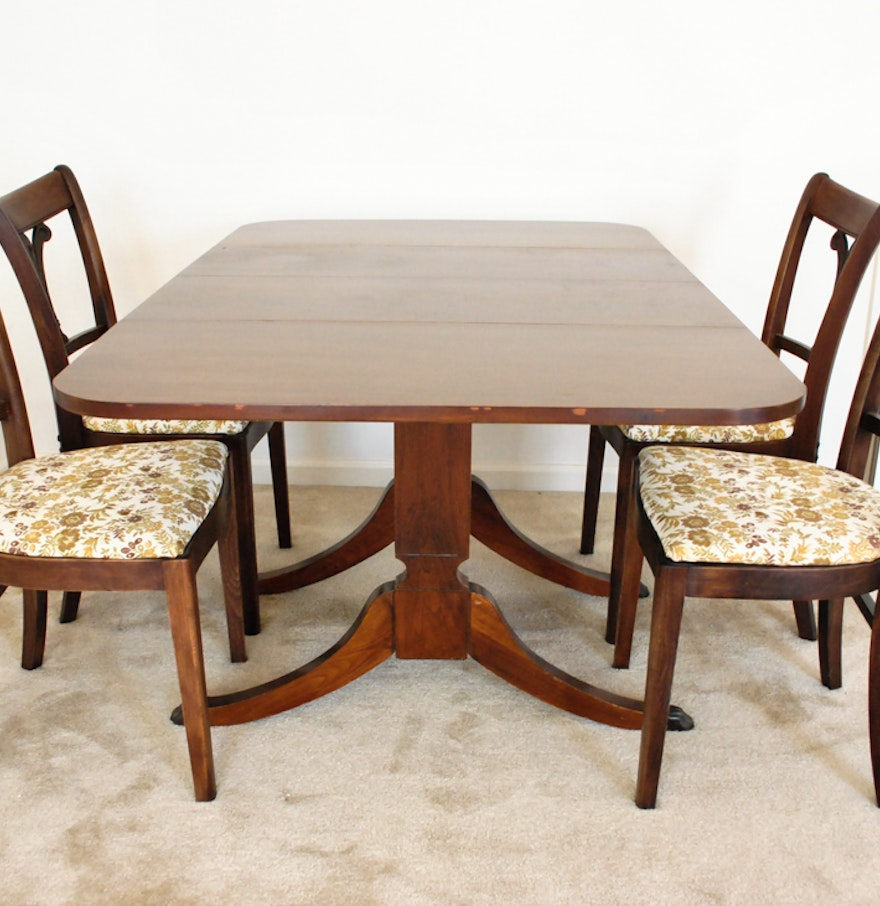 mahogany duncan phyfe style dining table and four chairs ebth. Black Bedroom Furniture Sets. Home Design Ideas