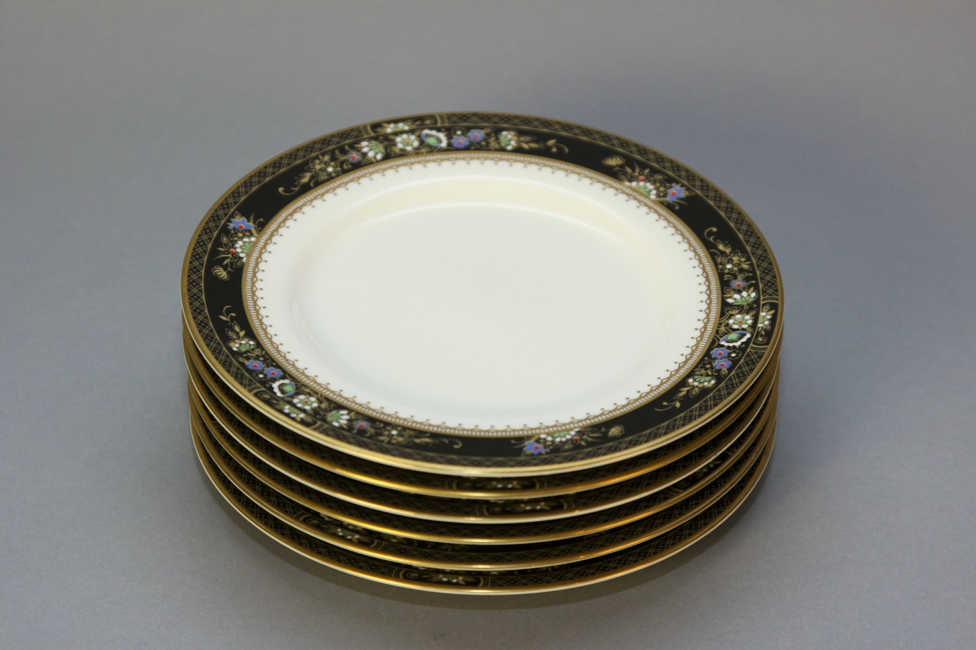 Mikasa ivory bone china with serving pieces ebth for Mikasa china