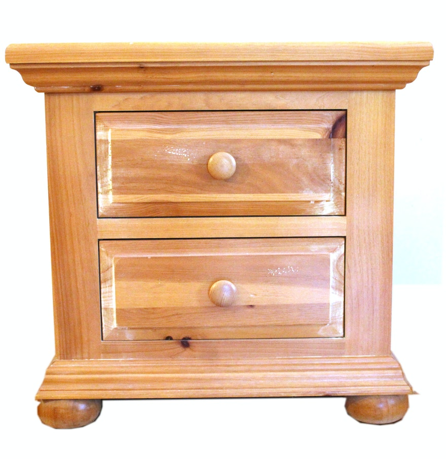 Broyhill wooden night stand ebth