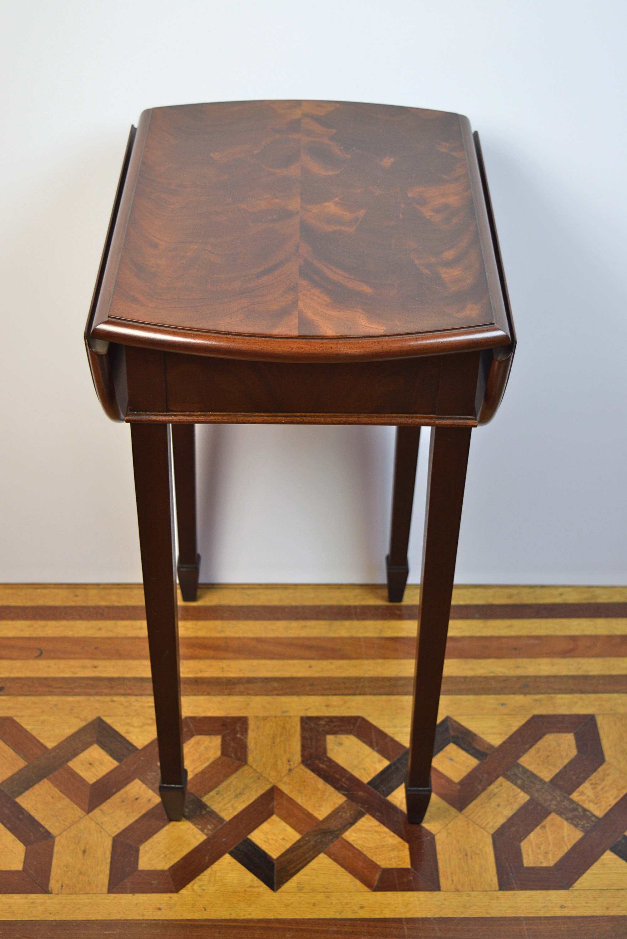 Hekman Furniture Co Small Drop Leaf Side Table Ebth
