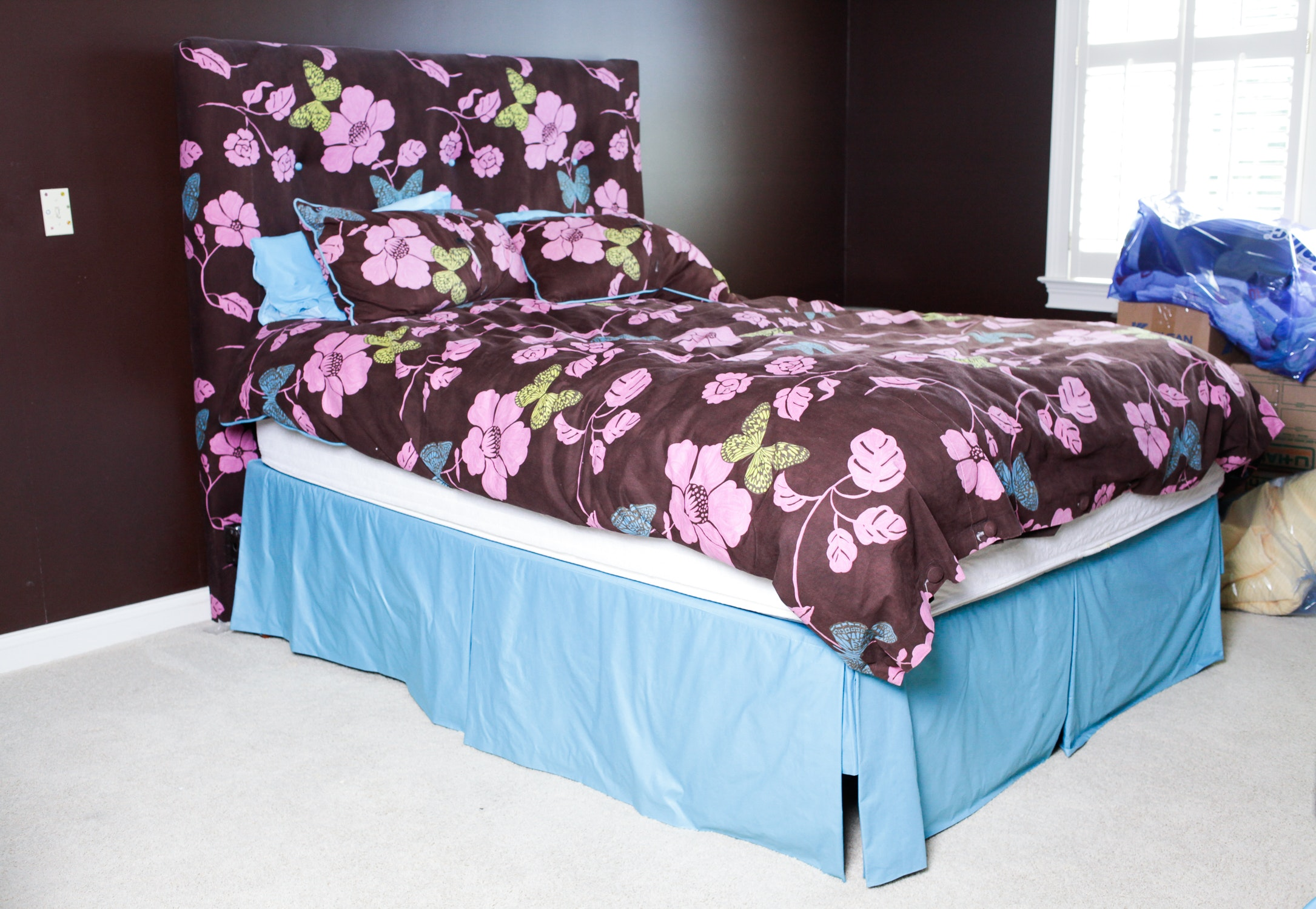 Queen Size Bed Frame And Matching Duvet