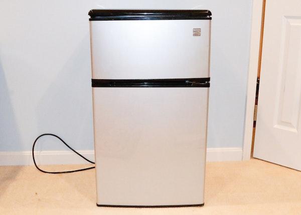 Compact Fridge For Dorm: Kenmore Compact Refrigerator : EBTH