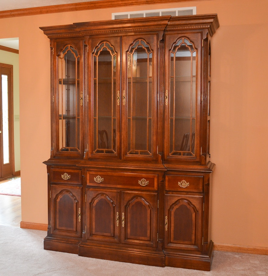 traditional style china cabinet in cherry finish ebth. Black Bedroom Furniture Sets. Home Design Ideas