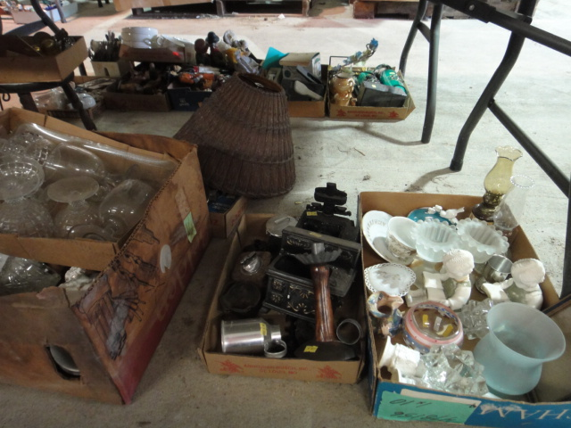 Vintage Glassware, Collectibles, Decorative Items and More : EBTH