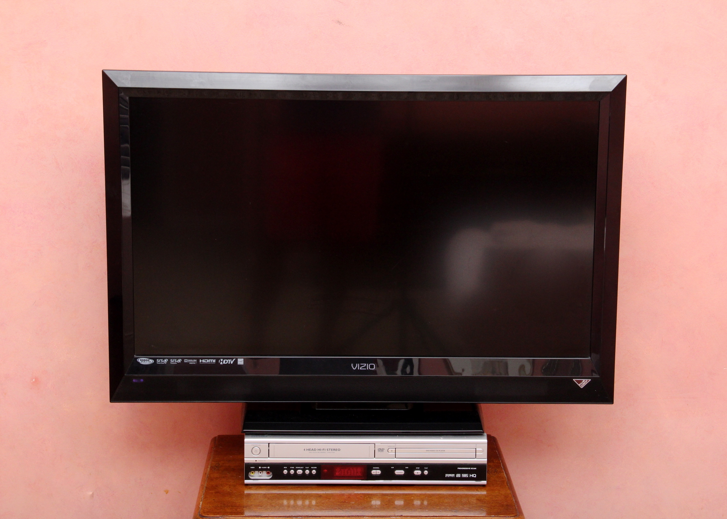 Vizio Tv With Philips Dvd  Vcr Player   Ebth