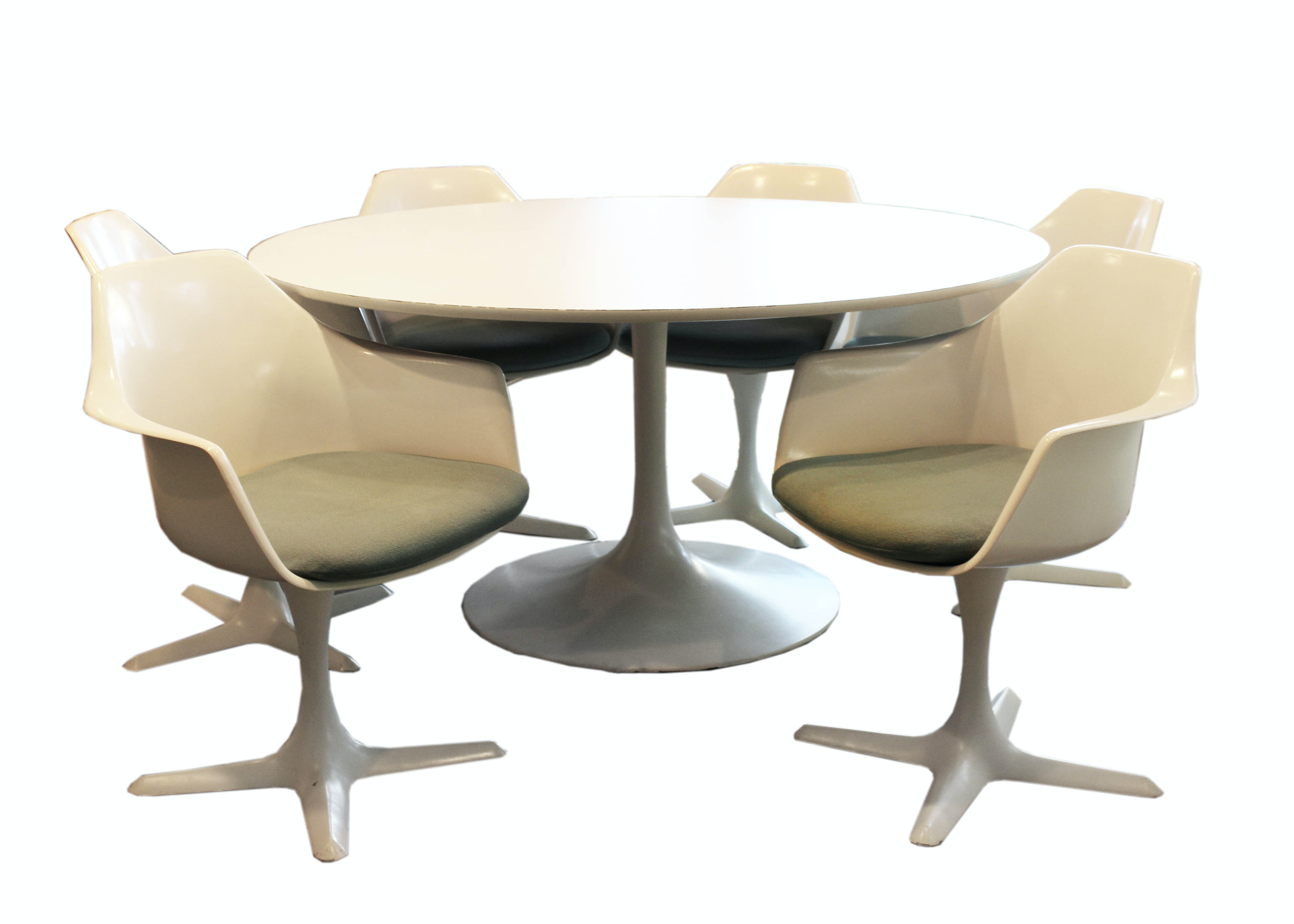 Merveilleux Mid Century Modern Burke Dining Table With Tulip Chairs