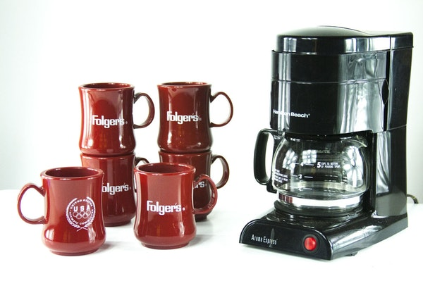 Folgers One Cup Coffee Maker : Folgers Coffee Cups and Coffee Maker : EBTH