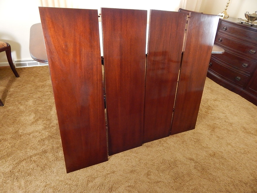 Mahogany Duncan Phyfe Styled Dining Table And Chairs Ebth