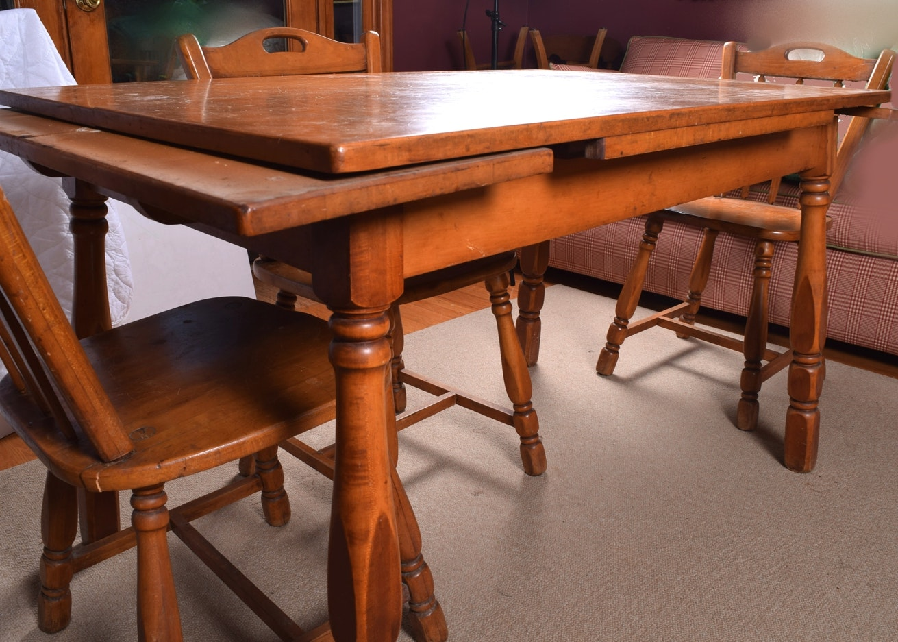 Maple Draw Leaf Dining Table And Chairs Ebth
