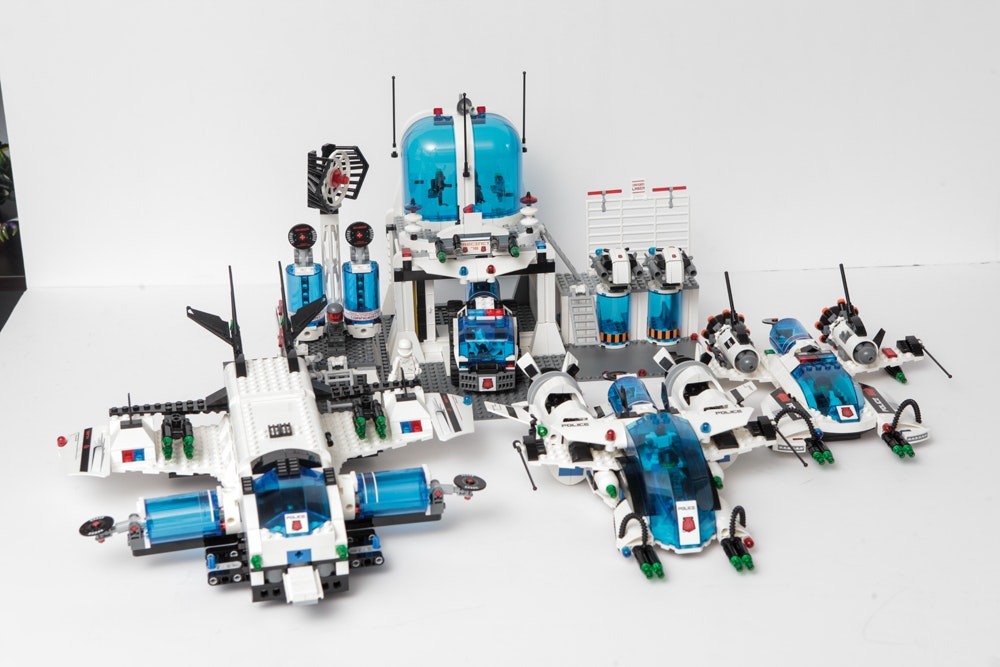 """Central Auto Sales >> Lego """"Space Police"""" Series Collection : EBTH"""