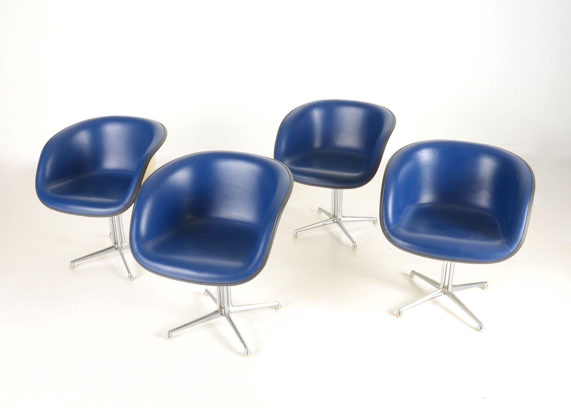 Set Of Four Herman Miller Eames Quot Lafonda Quot Chairs Ebth