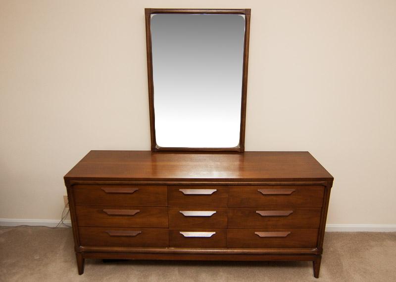 bassett furniture dresser vintage Vintage Bassett Furniture Dresser with Mirror : EBTH bassett furniture dresser vintage