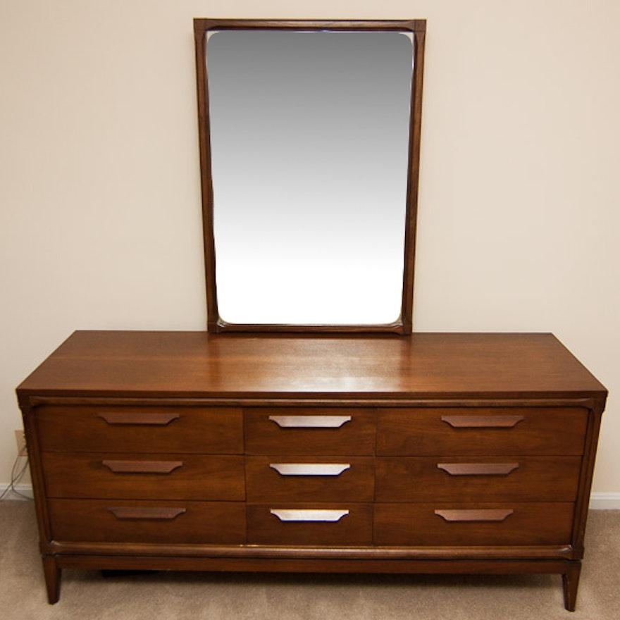 Vintage Bassett Furniture Dresser with Mirror : EBTH