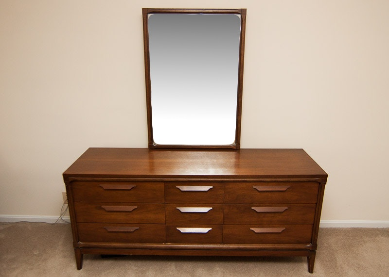 Vintage Bassett Furniture Dresser With Mirror ...