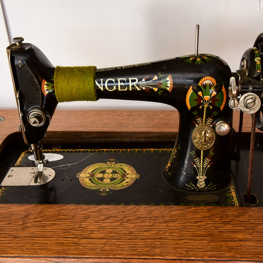 Antique Singer Sewing Machine in Cabinet No. - Antique Singer Sewing Machine In Cabinet No. 31 : EBTH