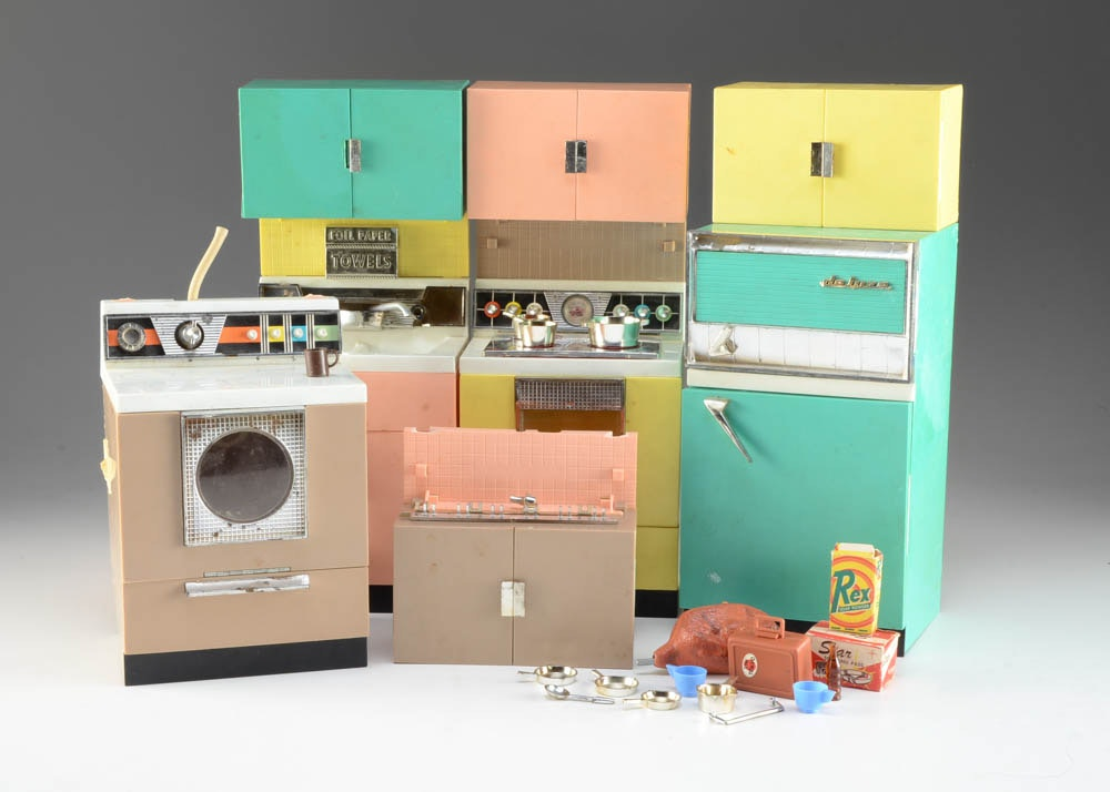 Vintage barbie kitchen appliances ebth for 0 kitchen appliances