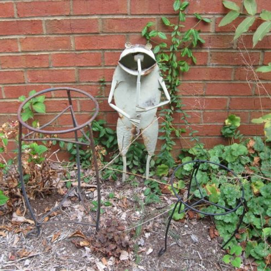 Metal Garden Frog and Plant Stands