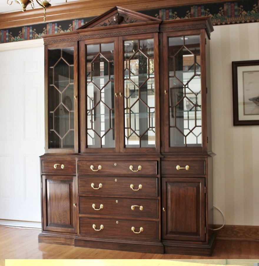 Chippendale China Cabinet Harden Lighted Breakfront Chippendale Style China Cabinet Ebth
