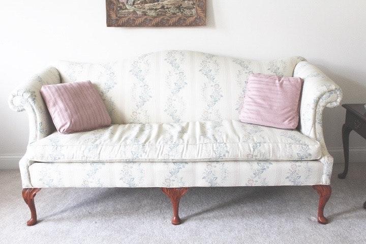 clayton marcus queen anne style sofa ebth. Black Bedroom Furniture Sets. Home Design Ideas