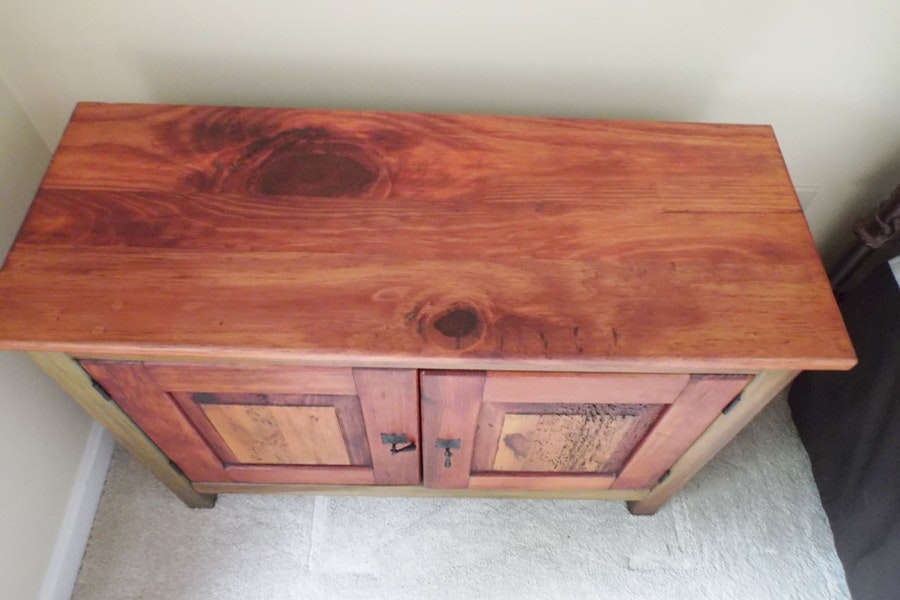 Mexican Wormwood Pine Cabinet   EBTH