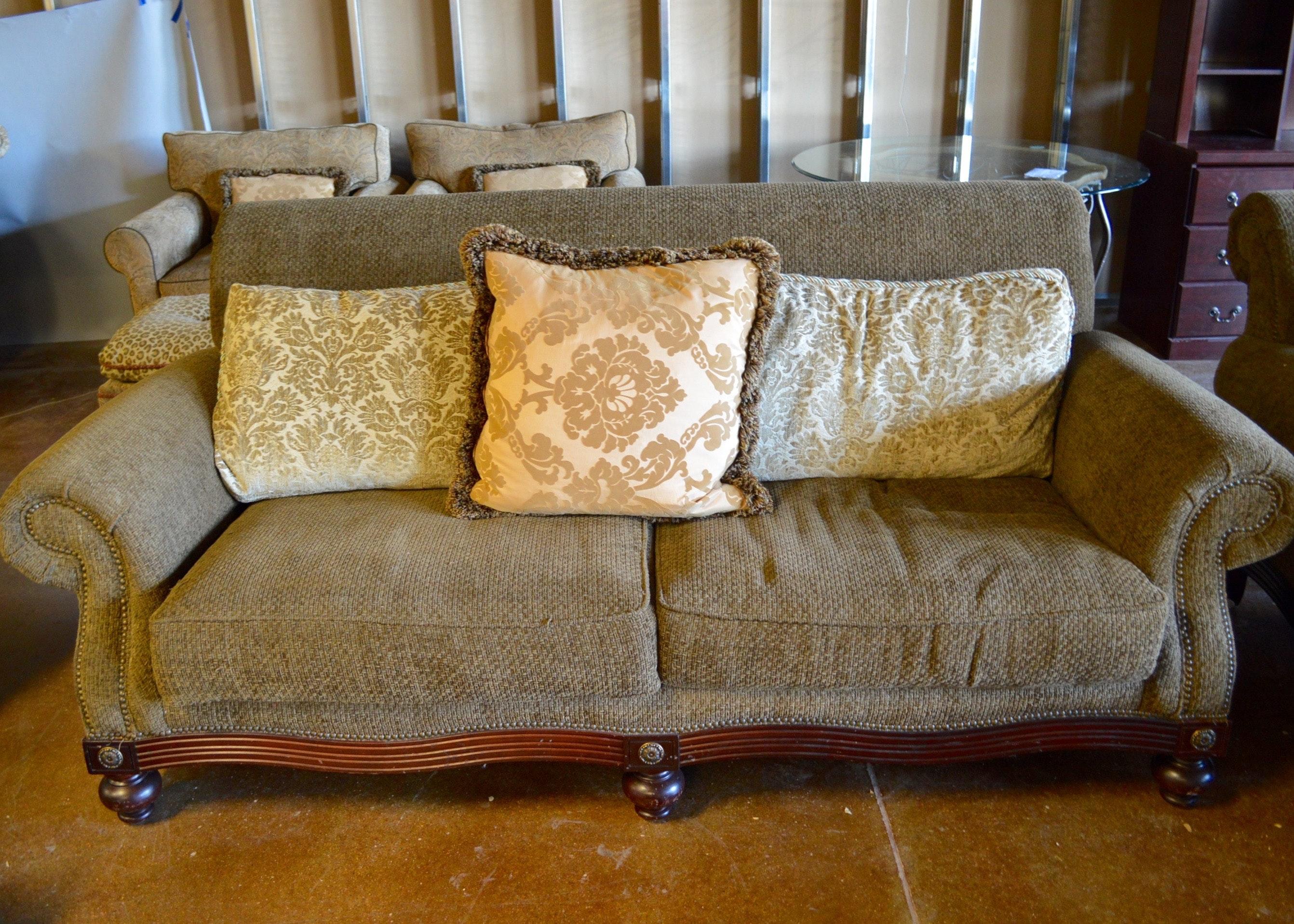 Broyhill Two Cushion Sofa Ebth: One Cushion Sofas By Broyhill