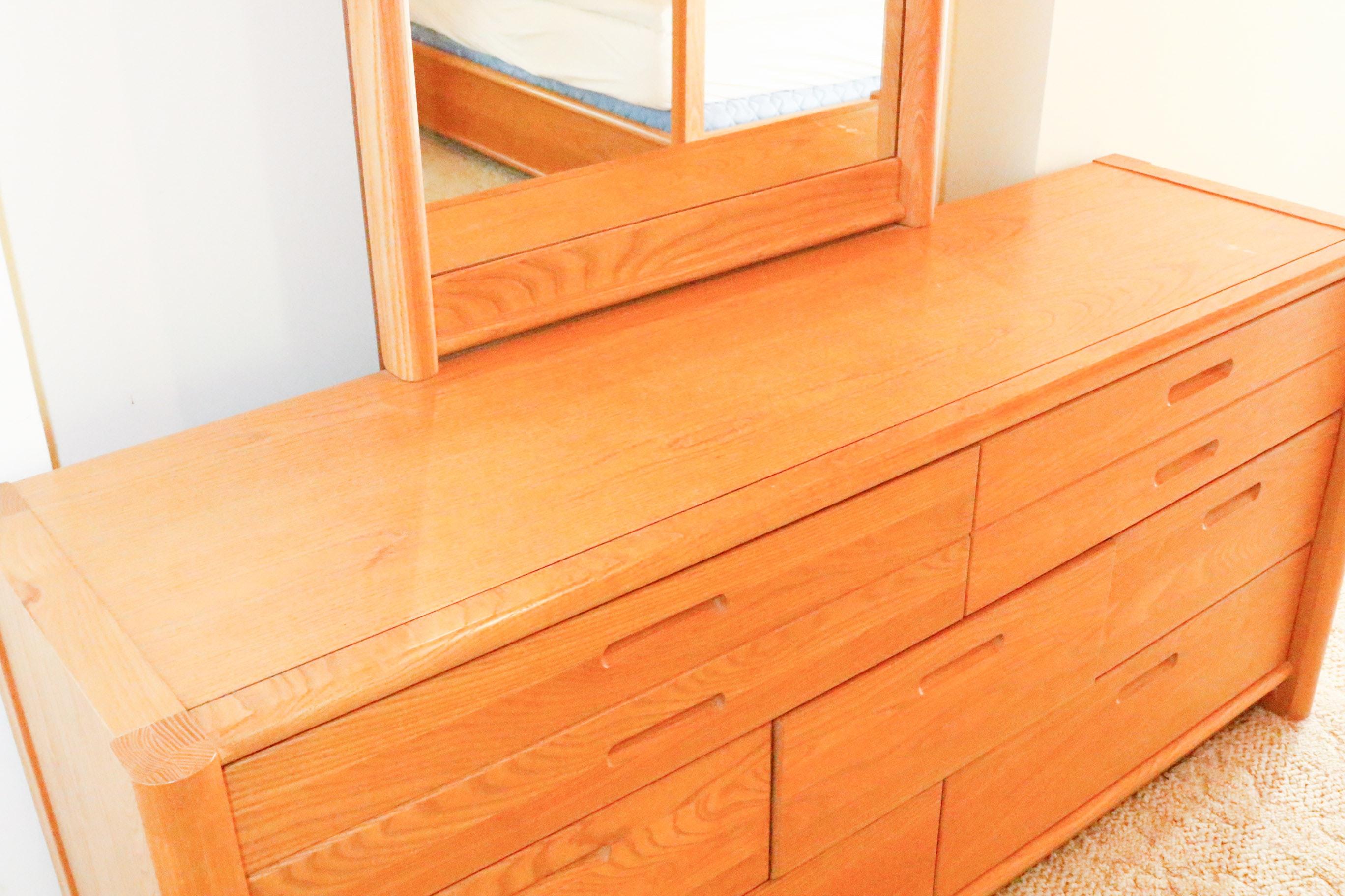 Vintage Thomasville Dresser With Mirror Ebth