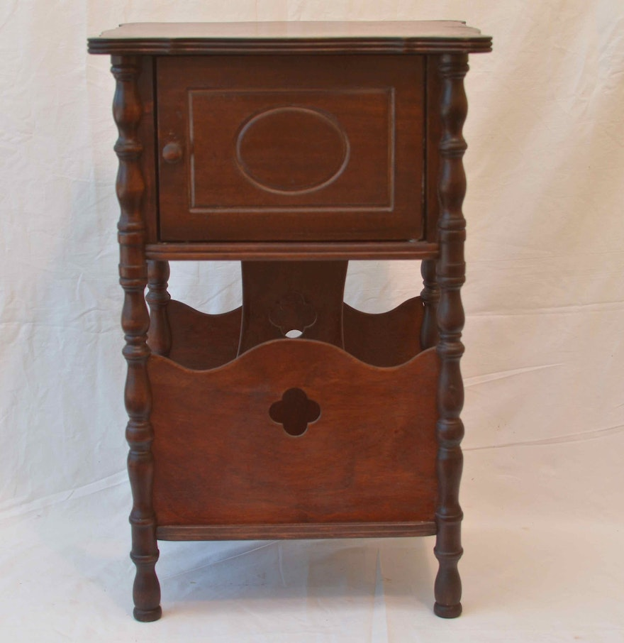 Wooden humidor table with magazine stand ebth for 13 a table magasin